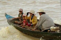 La gente del lago sap di Tonle Immagine Stock