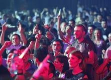 La gente del partito al concerto Fotografia Stock Libera da Diritti