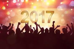 La gente del partito celebra una vigilia di 2017 nuovi anni Fotografia Stock