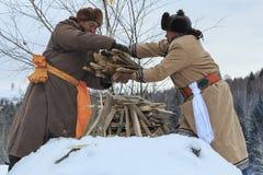 La gente del Tuva, una delle minoranze in Cina, eseguente un rito religioso nel villaggio di Hemu Fotografia Stock Libera da Diritti