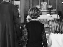 La gente della chiesa crede la famiglia religiosa di fede fotografia stock libera da diritti
