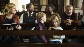 La gente della chiesa crede la fede religiosa fotografia stock