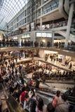 La gente della folla Centro commerciale a Toronto, Canada Fotografia Stock Libera da Diritti