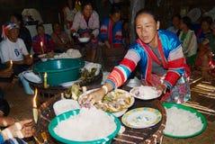 La gente della tribù della collina di Lahu Muser celebra l'estremità del riso che raccoglie la stagione in Mae Hong Son, Tailandi immagini stock