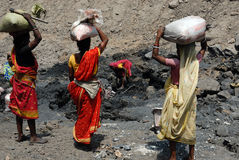 La gente della zona delle miniere di carbone di Jharia in India Immagini Stock Libere da Diritti