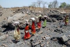 La gente della zona delle miniere di carbone di Jharia in India Fotografia Stock