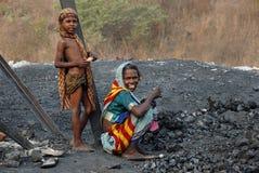 La gente della zona delle miniere di carbone di Jharia in India Immagine Stock
