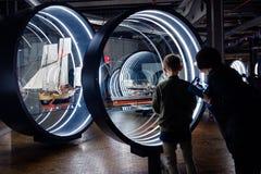 La gente dentro il museo tedesco di tecnologia Deutsches Techni Fotografia Stock