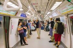 La gente dentro la metropolitana Singapore Fotografia Stock Libera da Diritti