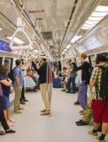 La gente dentro la metropolitana Singapore Fotografie Stock
