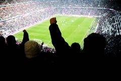 La gente di acclamazione di Stadion Immagini Stock Libere da Diritti