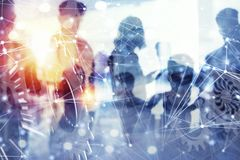 La gente di affari lavora insieme in ufficio con gli effetti della rete internet ed innesta il sistema Concetto di integrazione,  fotografia stock