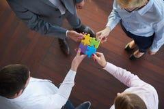 La gente di affari raggruppa il puzzle di montaggio Immagini Stock