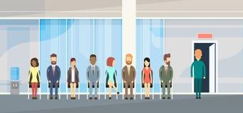 La gente di affari raggruppa la seduta nella linea porta della coda illustrazione vettoriale