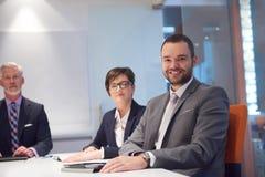 La gente di affari raggruppa sulla riunione Fotografie Stock