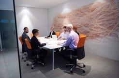 La gente di affari raggruppa sulla riunione Fotografie Stock Libere da Diritti