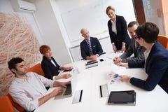 La gente di affari raggruppa sulla riunione Fotografia Stock Libera da Diritti