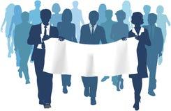 La gente di affari trasporta lo spazio della copia della bandiera in avanti Fotografia Stock