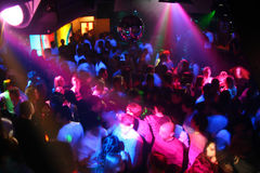 La gente di Dancing della discoteca Immagini Stock Libere da Diritti