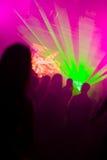 La gente di Dancing nelle luci laser Fotografie Stock