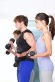La gente di forma fisica in ginnastica Fotografia Stock Libera da Diritti