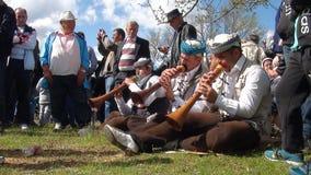 La gente di Gorani durante il Djurdjevden fotografia stock