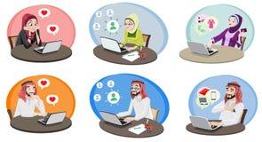 La gente di Khaliji che usando Internet 1 Immagine Stock Libera da Diritti