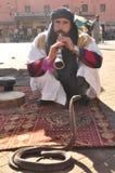 La gente di Marruecos e dei serpenti Fotografia Stock Libera da Diritti