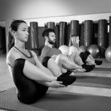 La gente di Pilates raggruppa il gruppo di esercizio della guarnizione Fotografie Stock