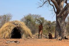 La gente di San in Namibia immagini stock