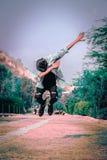 La gente di stile di Dap che vola nel cielo con Dap fotografie stock libere da diritti