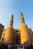 La gente di traffico dei minareti del Gateway di Bab Zuweila Fotografia Stock Libera da Diritti
