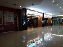 La gente di Unrecognize Cinema di CGV dentro un centro commerciale immagine stock