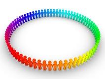 La gente differente forma un grande cerchio Immagine Stock Libera da Diritti