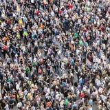 La gente dimostra contro il encrease Fotografia Stock Libera da Diritti