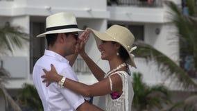 La gente divertendosi dancing archivi video