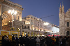 La gente in duomo quadra durante le feste di Natale, Milano Immagini Stock