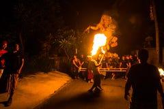 La gente durante la celebrazione di Nyepi - giorno di balinese di silenzio Immagini Stock