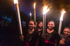 La gente durante la celebrazione prima di Nyepi - giorno di balinese di silenzio Immagini Stock Libere da Diritti