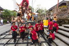 La gente durante la celebrazione prima di Nyepi - giorno di balinese di silenzio Fotografia Stock Libera da Diritti