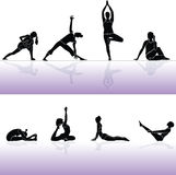 La gente e forma fisica di siluette di yoga Fotografia Stock