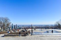 La gente e orizzonte di Montreal fotografie stock libere da diritti