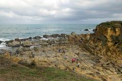 La gente e terreno geologico speciale in Keelung Fotografia Stock