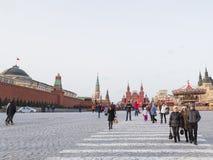 La gente ed i turisti camminano sul quadrato rosso a Mosca Fotografie Stock Libere da Diritti