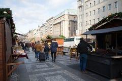 La gente en el mercado famoso de la Navidad del advenimiento en Wenceslao ajusta Imagenes de archivo