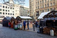 La gente en el mercado famoso de la Navidad del advenimiento en Wenceslao ajusta Fotografía de archivo libre de regalías