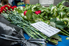 La gente en Kyiv honra la memoria de ésos matados en attentado terrorista en Manchester Fotografía de archivo libre de regalías