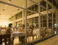 La gente en restaurante Fotos de archivo