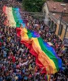 La gente en Taksim ajusta para el desfile de orgullo de LGBT Imagen de archivo libre de regalías