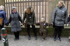 La gente encadena para los judíos en Dinamarca Imagen de archivo libre de regalías